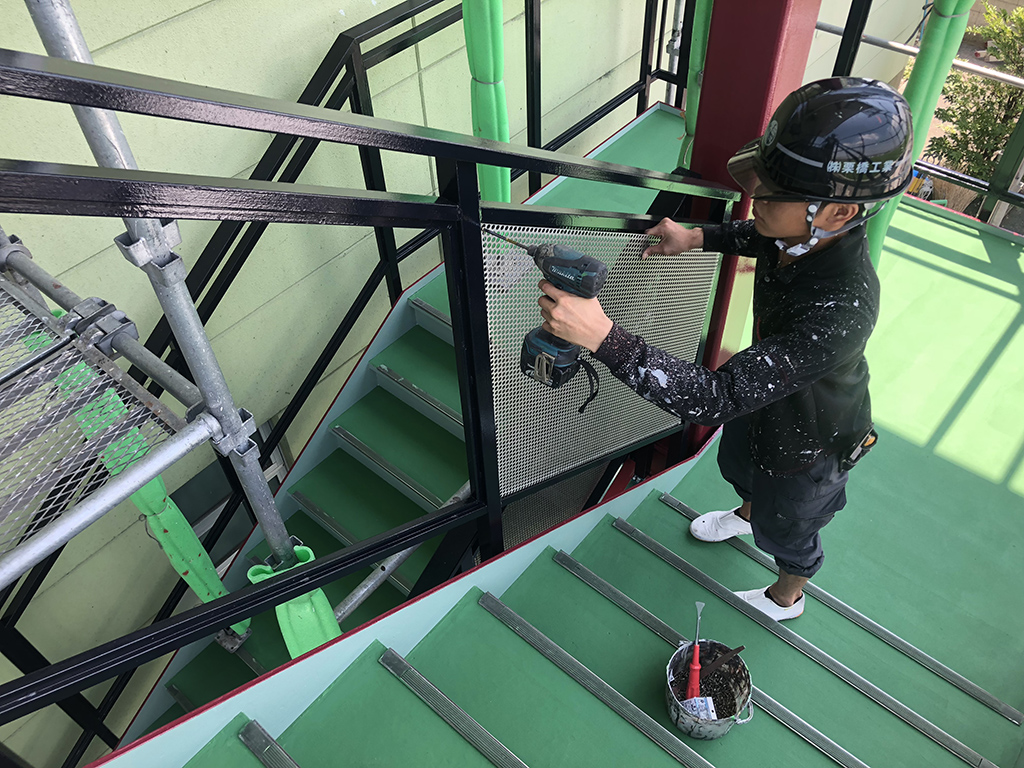 外部階段床の塗装